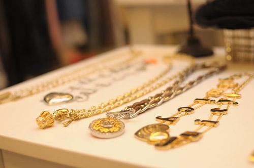 Các trang sức và đồ phụ kiện ở Alek.P